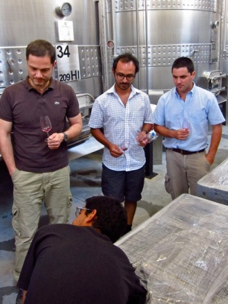 Antonio Morescalchi, Leo Erazo, Ramiro Guiroy, Mauricio Gonzalez testing the micro-vinification of Altos Las Hormigas Single Vineyard Malbec, Makia Vineyard, Vista Flores.
